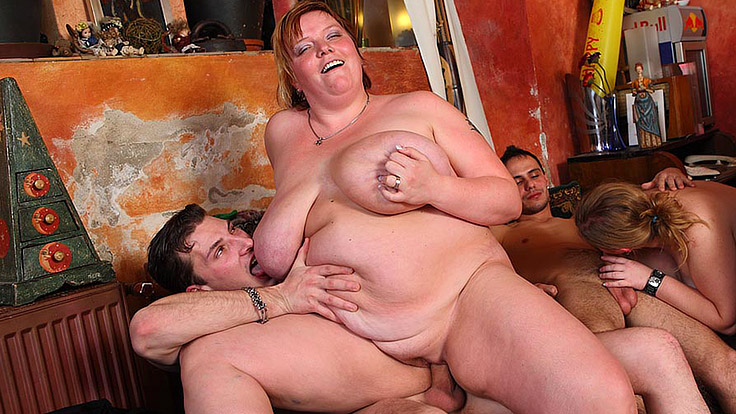 Ample Gal Dances And Will Get Torn Up At Pub
