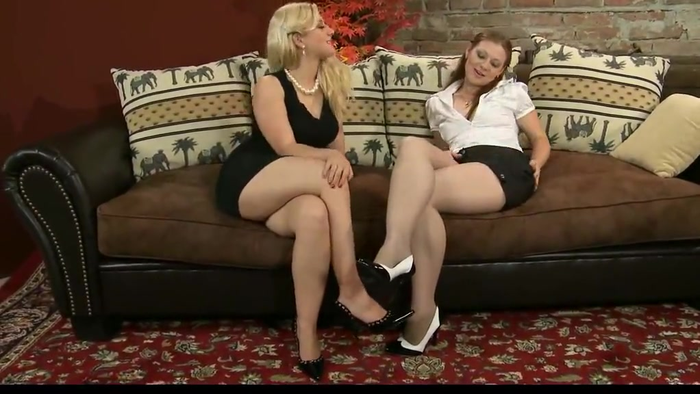 Czech Stunner Has Nylon Soles Munched And Worshipped