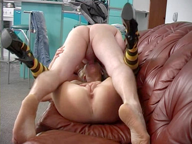 Get Sexually Aroused Via This Assiduous Bee With Wonderful Taut Bum!